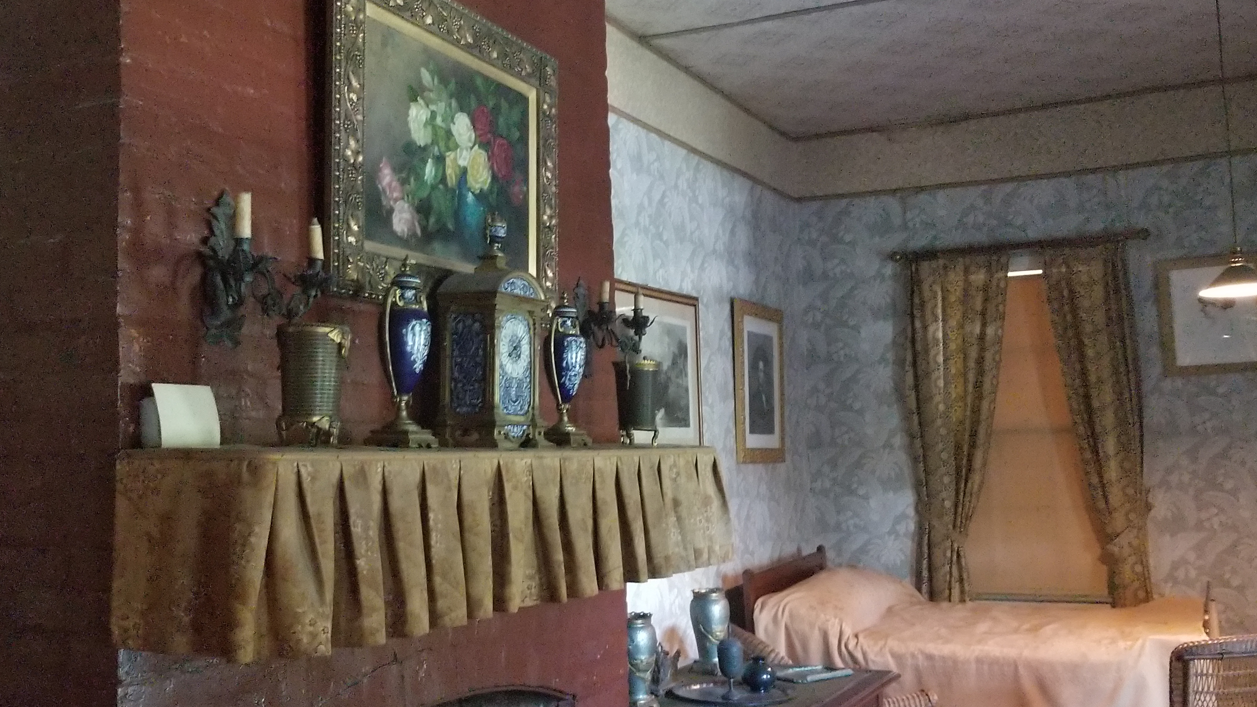 Grant's deathbed and clock